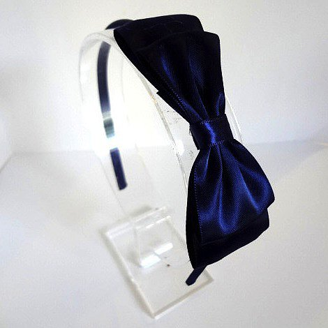 Channel some nostalgia with this darling navy bow headband ($8).