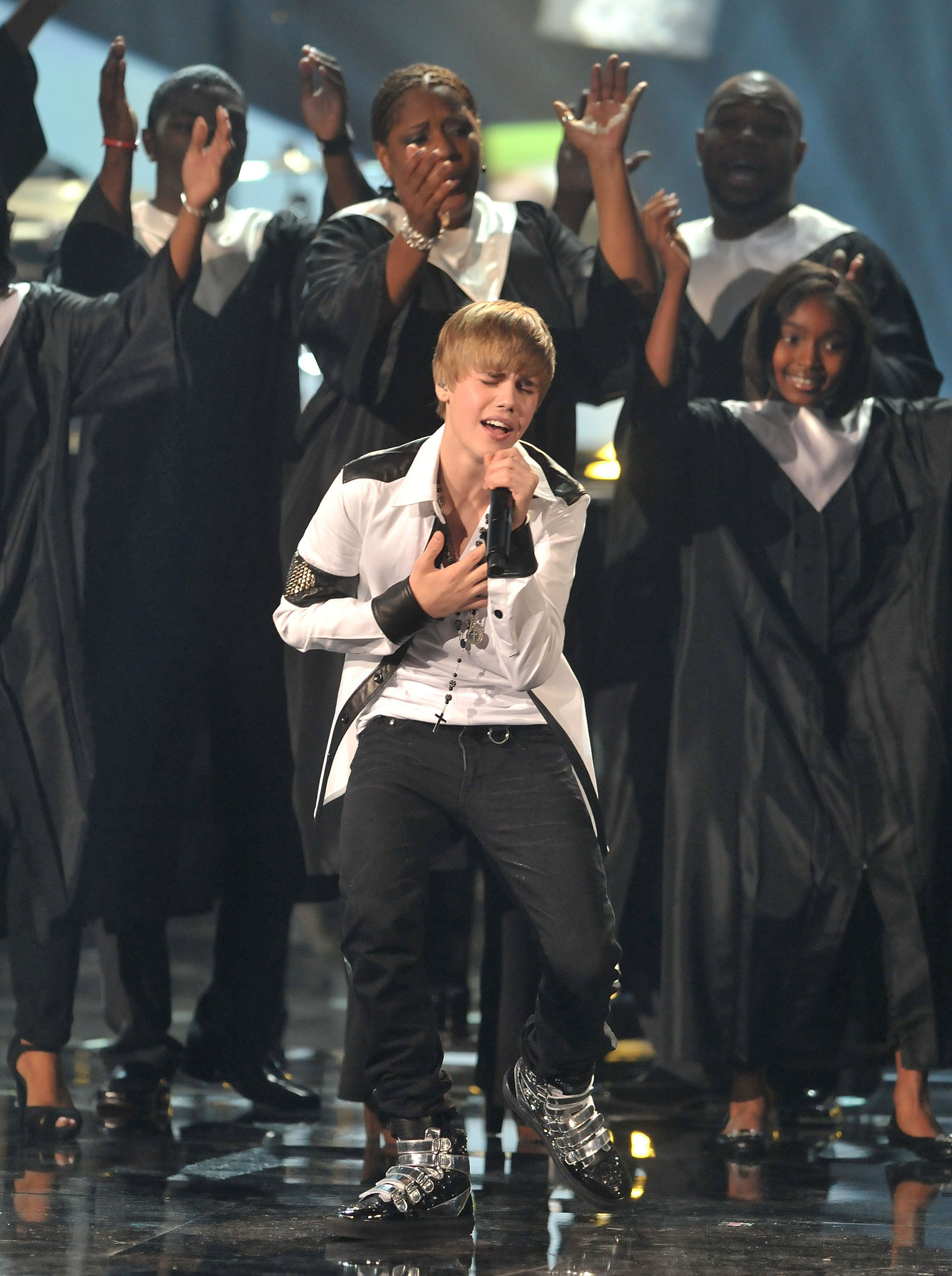 Justin Bieber performed with a gospel choir in 2010.