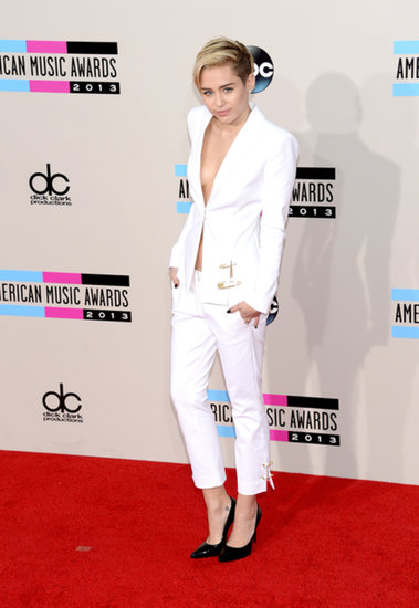 Miley Cyrus Plays It Safe in a White Suit at the AMAs