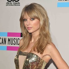 Taylor Swift Pictures at 2013 American Music Awards