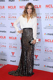 Jessica Alba elegant sequined skirt and easy blouse add up to a totally stunning evening look that deserves a night on the town.