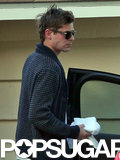 Zac Efron held on to an ice pack and a towel.  Source: 4CRNS/Gallo/FameFlynet