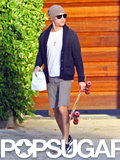 Zac Efron picked up his skateboard. Source: 4CRNS/Gallo/FameFlynet
