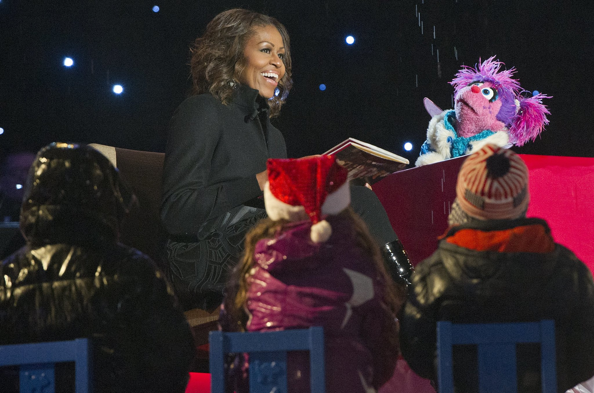 Michelle Obama read 'Twas the Night Before Christmas to ...