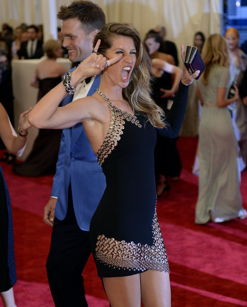 A seriously awesome model moment with Gisele Bündchen and Tom Brady was caught on camera at the Met Gala.