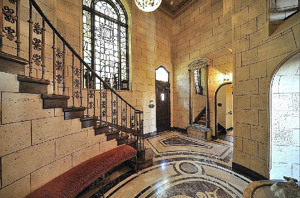 The stony foyer looks more like a castle than a home. Source: Teles Properties