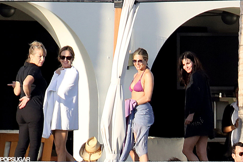 Jennifer and Courteney smiled as they walked together.