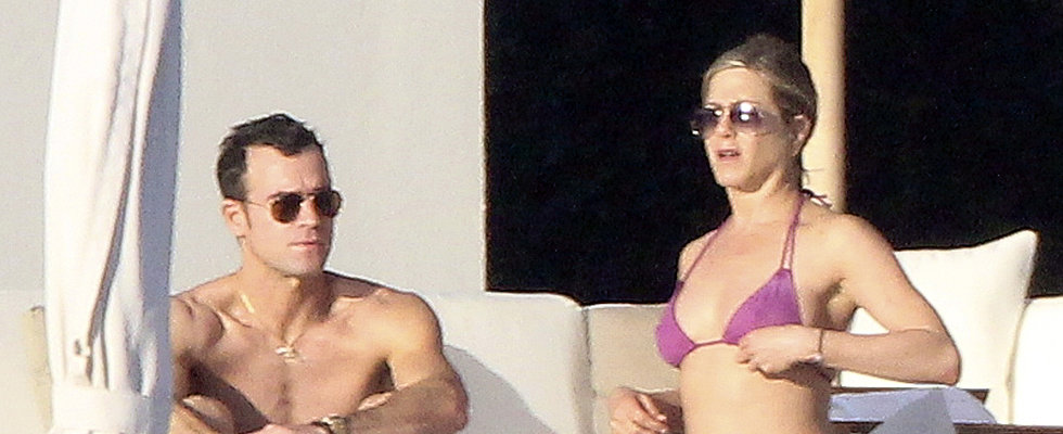 Jennifer Aniston Brings Bikinis, BFFs and Her Buff Fiancé to Cabo