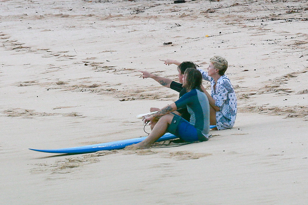 Charlize Theron and Sean Penn watched the sunset with a friend in Hawaii.