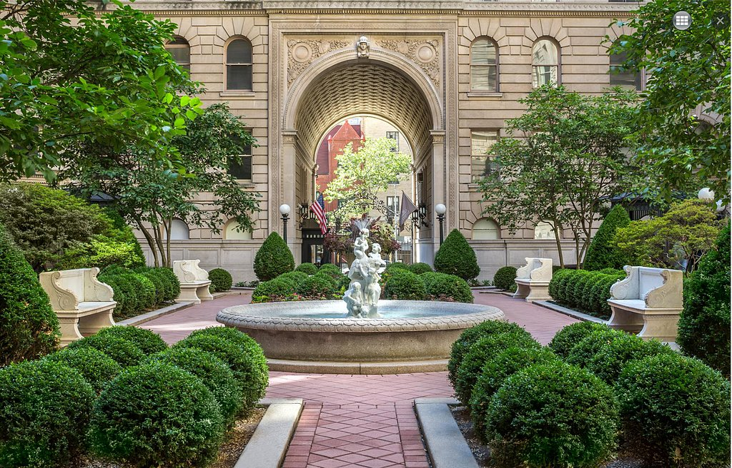 Nope, it's not a park — it's the courtyard! Source: Douglas Elliman Real Estate