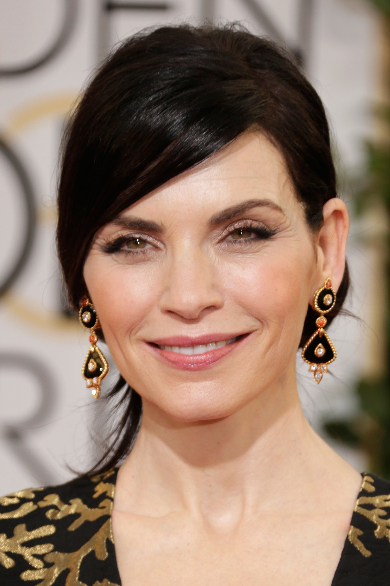 Julianna Margulies echoed the black and gold of he