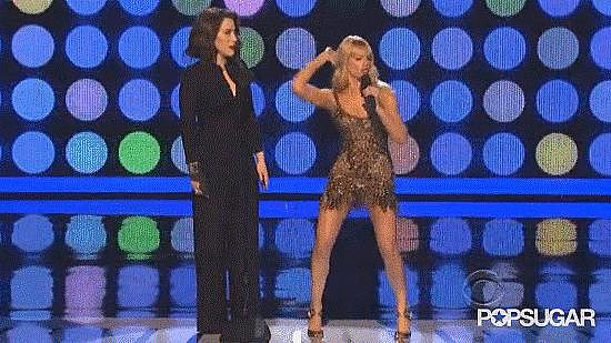 "9. People's Choice Awards Cohost Beth Behrs Dances to ""Baby Got Back"""