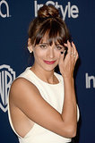 Rashida Jones added a delicate set of Ana Khouri pearl ear cuffs to her look at the Golden Globes.