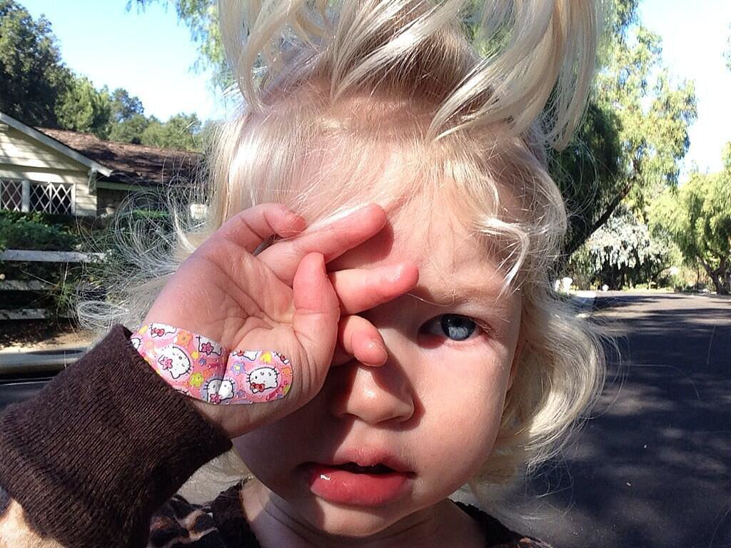 Maxwell Johnson showed off the Hello Kitty bandage covering up her boo-boo. Source: Twitter user JessicaSimpson