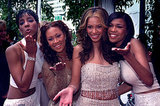 Beyoncé attended the 2000 Grammys with Destiny's Child bandmates Kelly Rowland, LaTavia Roberson, and Michelle Williams.