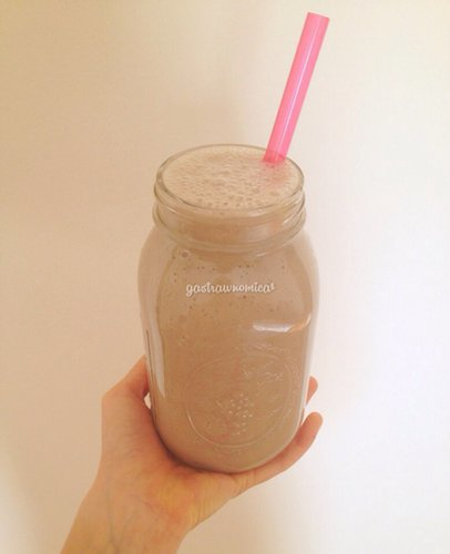Vegan Banana-Almond Milkshake!