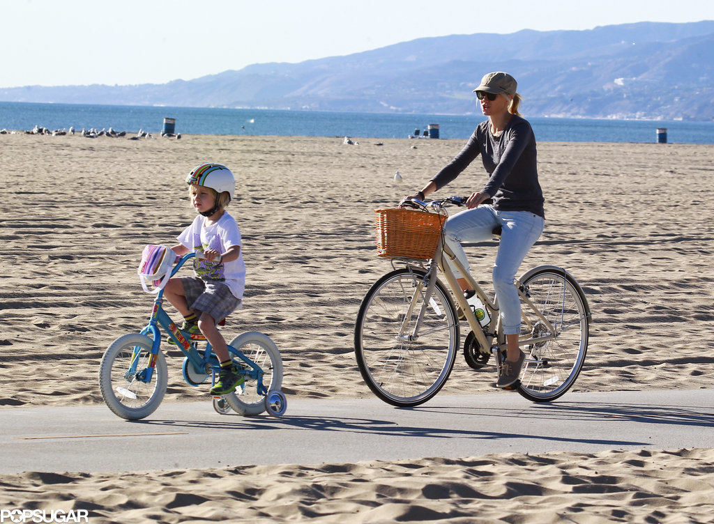 Naomi Watts took her family on a picturesque bike ride on Saturday.