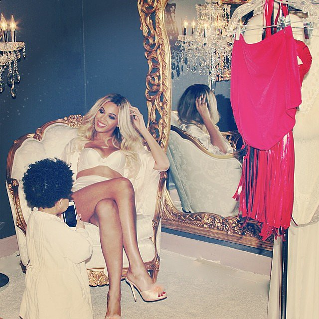 Beyoncé smiled as Blue Ivy played with her phone.  Source: Instagram user beyonce