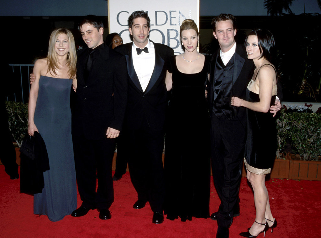 Jennifer was joined by her Friends costars — Matt LeBlanc, David Schwimmer, Lisa Kudrow, Matthew Perry, and Courteney Cox — on the red carpet at the Golden Globes in January 1998.