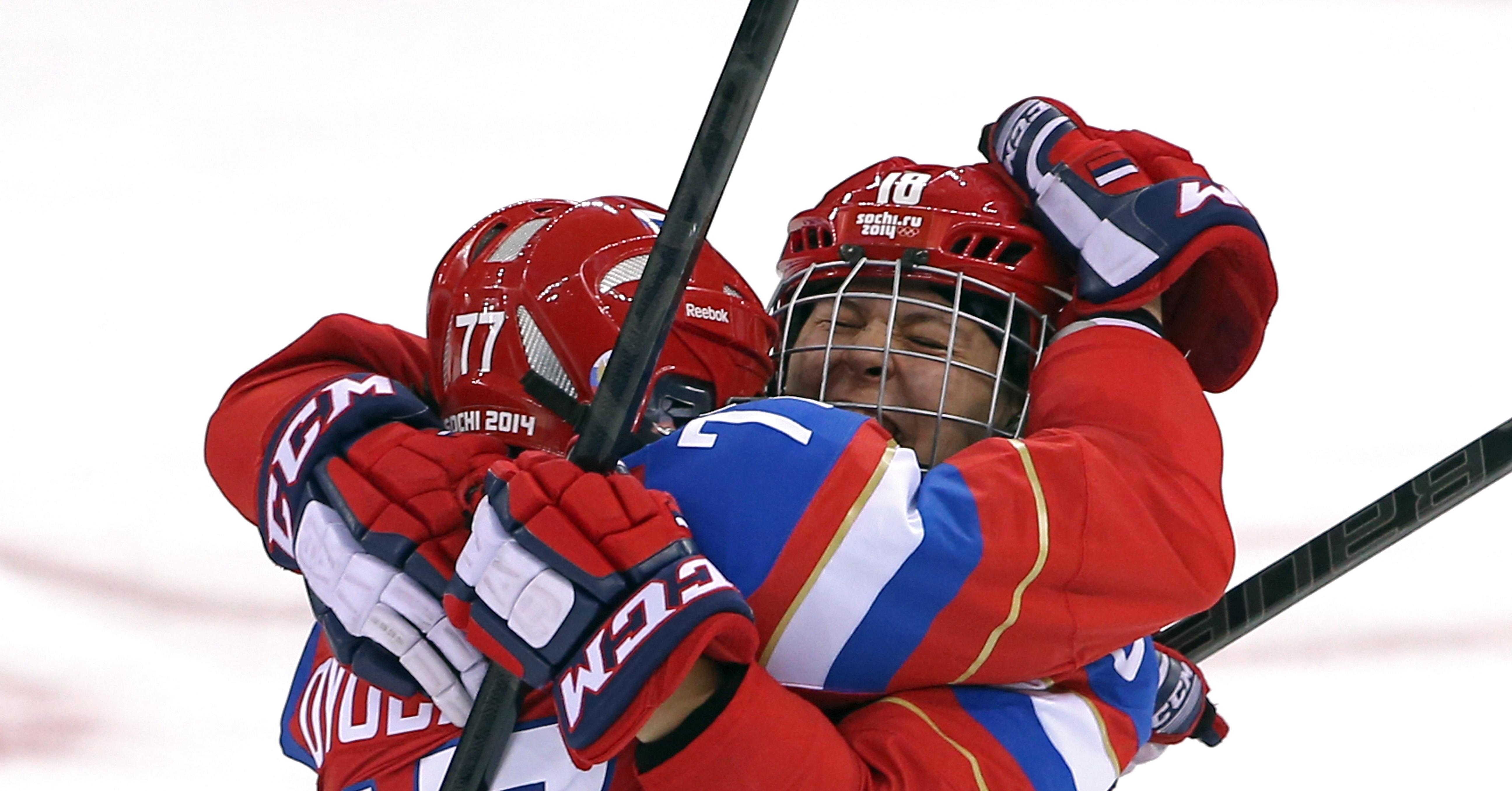 Russian-ice-hockey-players-olga-sosina-yekaterina-smolentseva-hugged