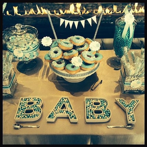 Gwen Stefani celebrated her baby-to-be at a shower with her friends. Source: Instagram user gwenstefani