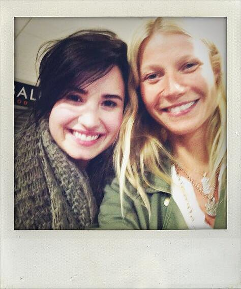 When Gwyneth Paltrow saw Demi Lovato on her flight, she just had to take a selfie. Source: Twitter user GwynethPaltrow