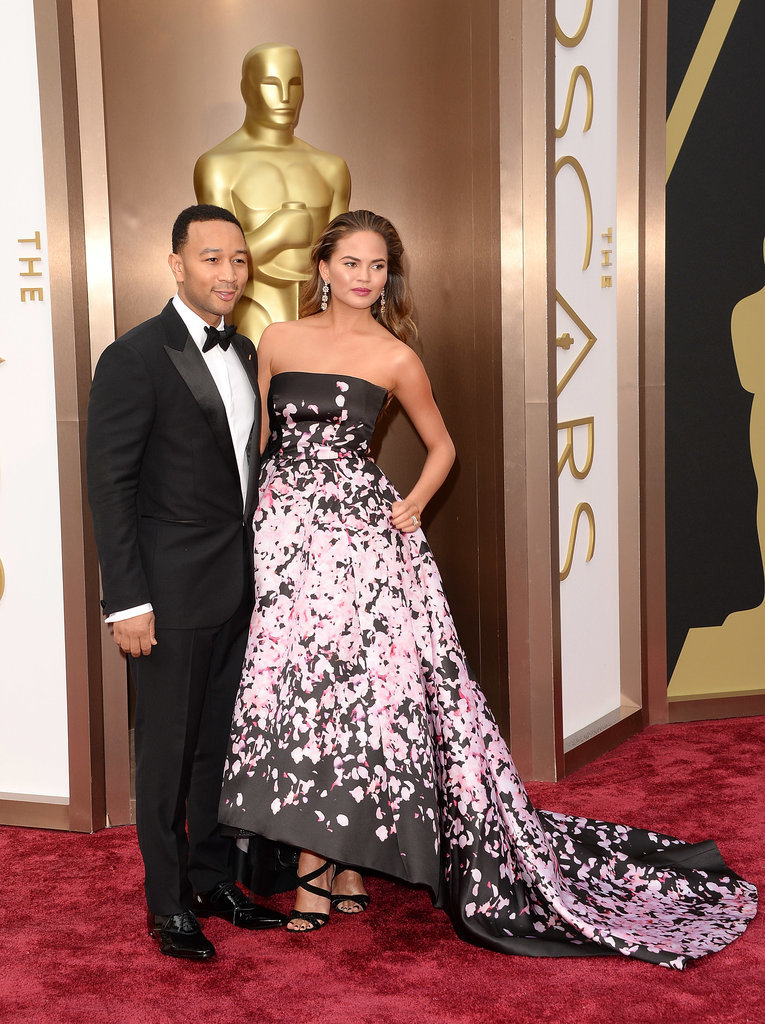Chrissy Teigen and John Legend linked up for pictures on the red carpet.