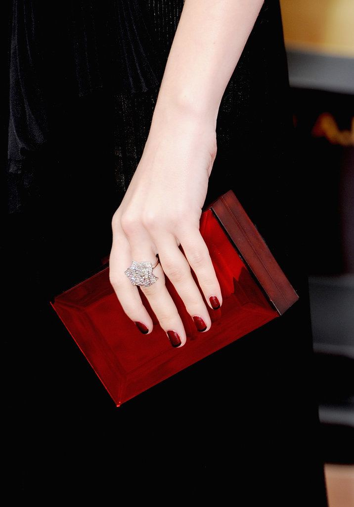 Anna Kendrick got it right with this clutch.