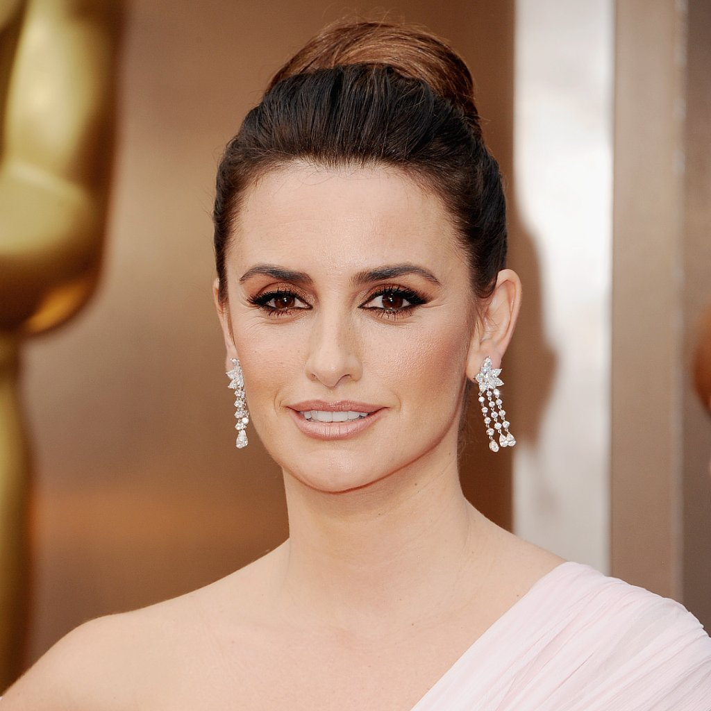 Penelope Cruz Hair and Makeup at Oscars 2014