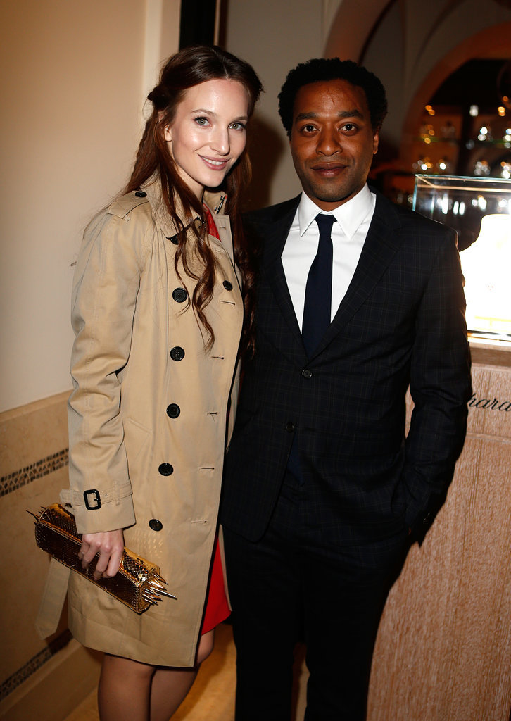 Chiwetel Ejiofor and his girlfriend, Sari Mercer, posed.