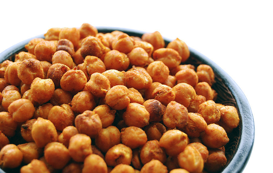 Spicy, Mexican-Inspired Roasted Chickpeas