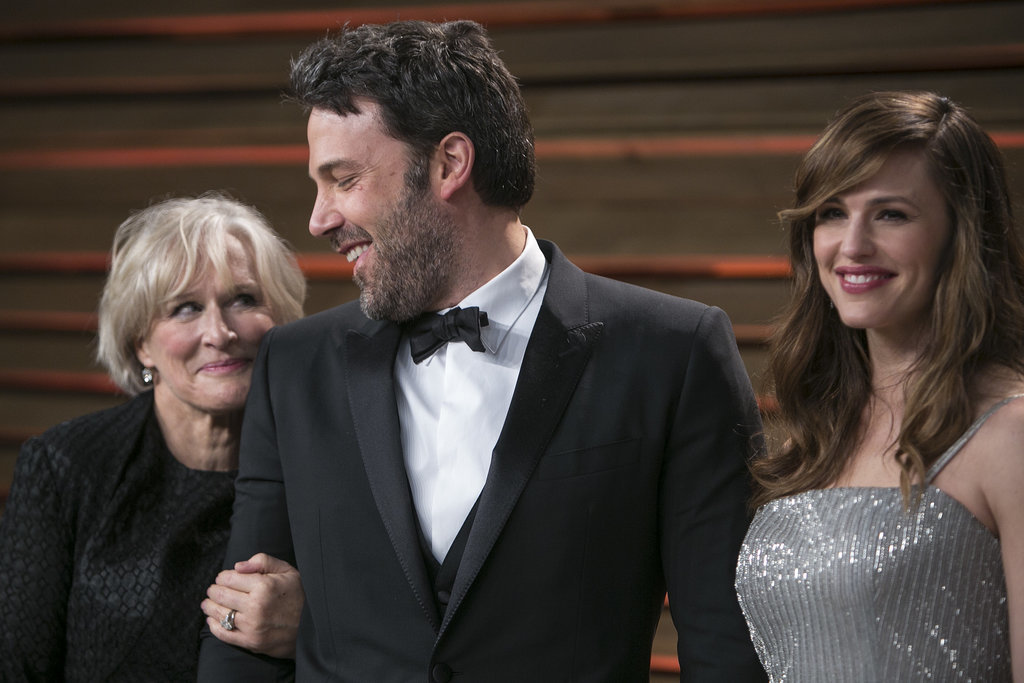 Ben Affleck got a surprise from Glenn Close while posing with his wife, Jennifer Garner, on the Vanity Fair red carpet.