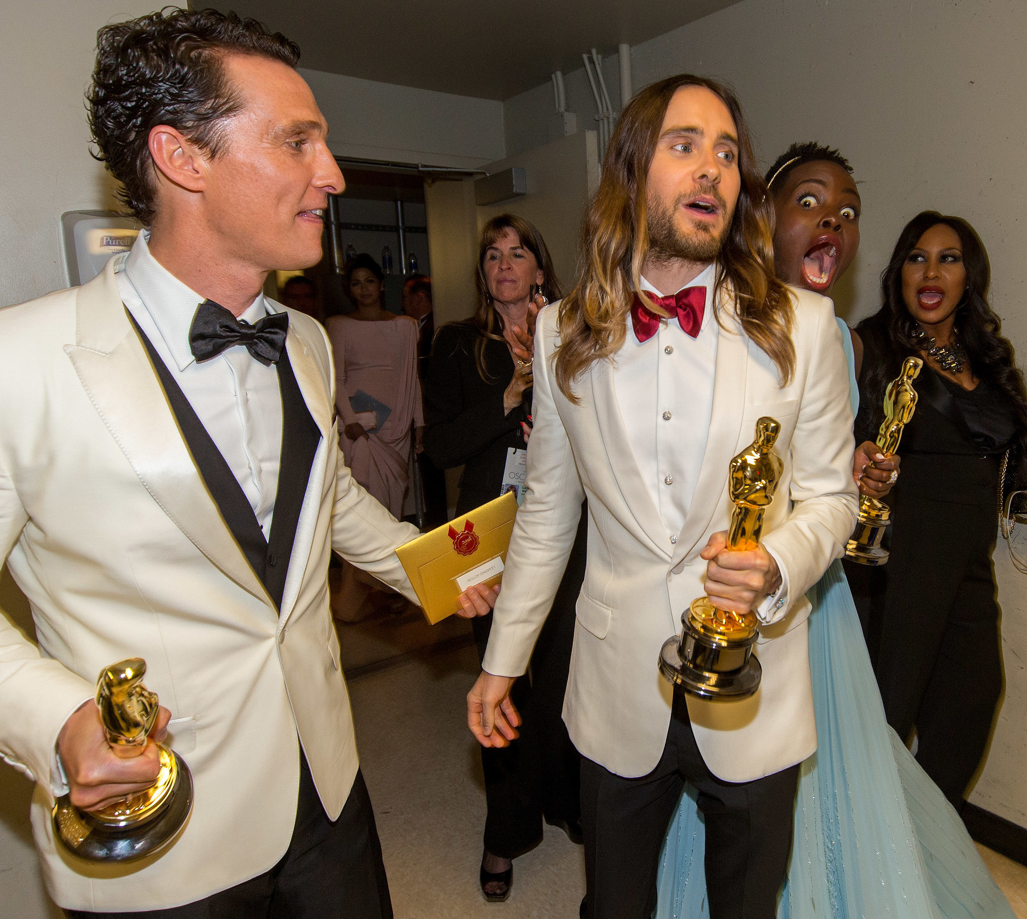 There were gold statues all around when Lupita Nyong'o photobombed Jared Leto while Matthew McConaughey looked on backstage.