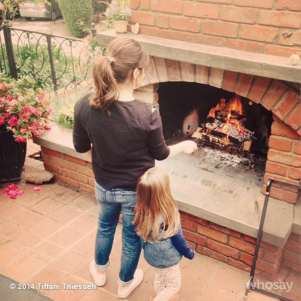 Harper Smith and Tiffani Thiessen used some chilly weather as an opportunity to toast some marshmallows. Source: Instagram user tathiessen