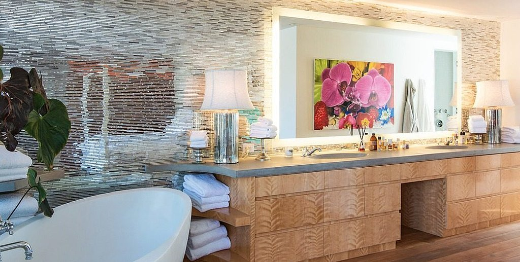 A closer look at the master bath; the combination of tile and woodwork is exceptional.  Source: Chris Cortazzo