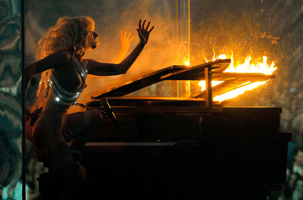 She Set Her Piano Ablaze During the 2009 AMAs