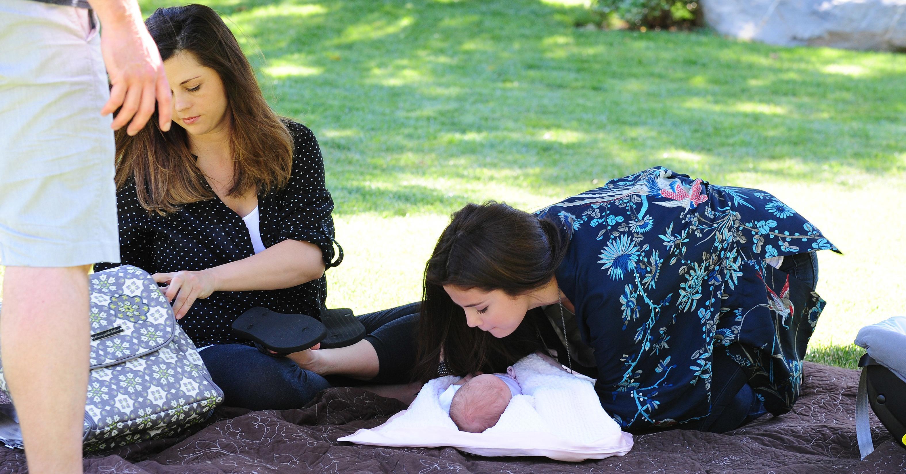 С сестрой и в мать 4 фотография