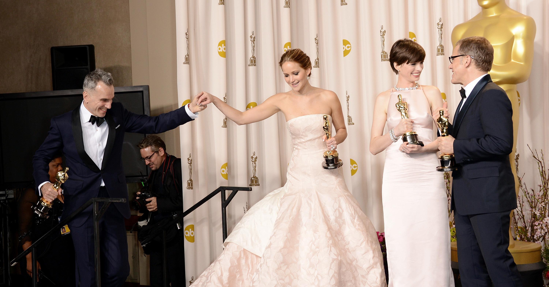 Daniel-Day-Lewis-Jennifer-Lawrence-Anne-Hathaway-Christoph.jpg