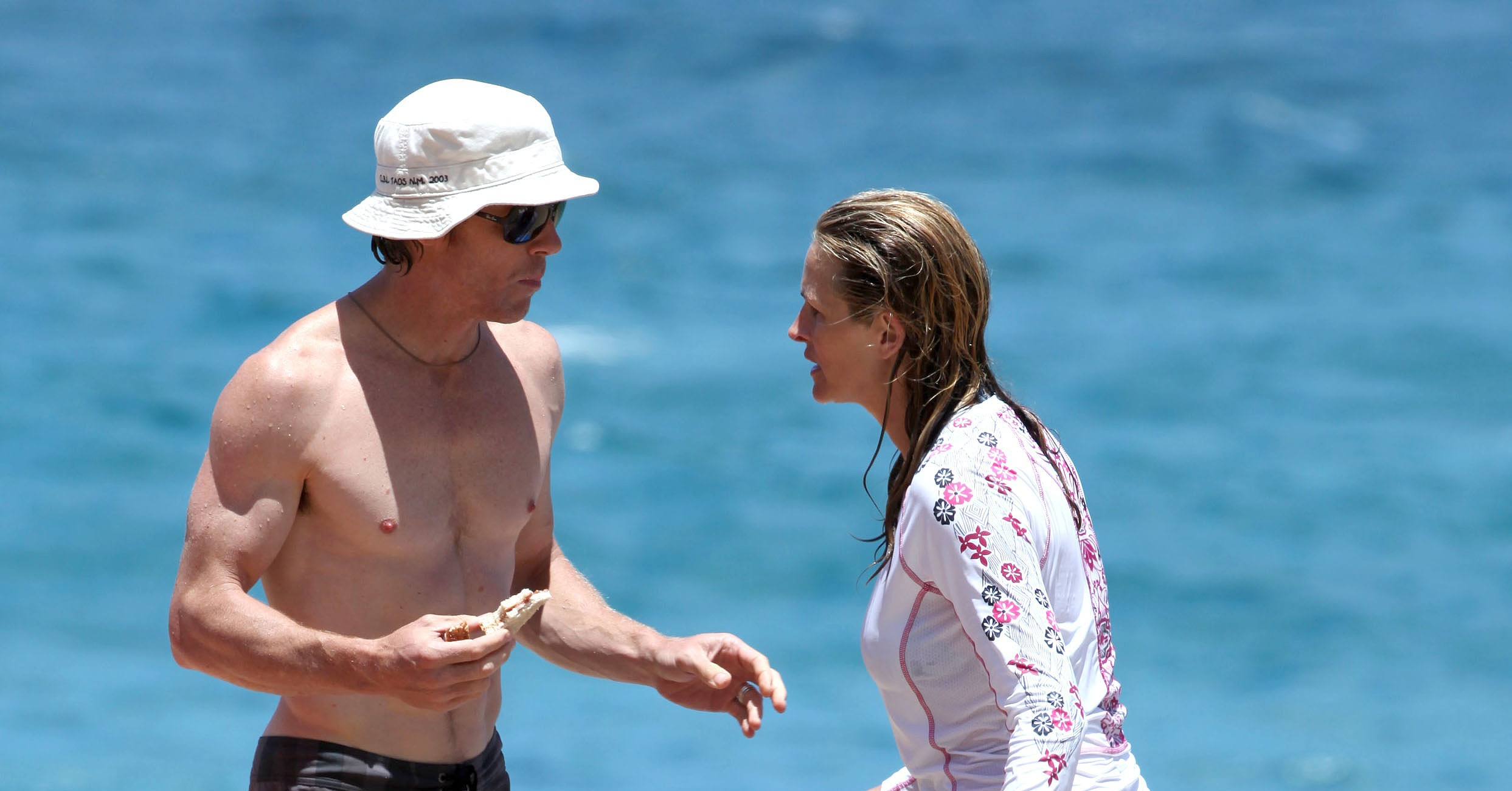 Shirtless Danny Moder On The Beach With Julia Roberts Julia Roberts Throws On Her Bikini To