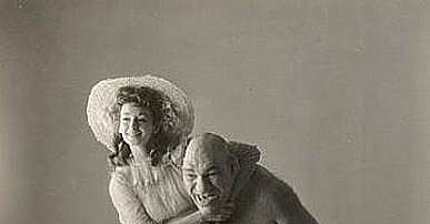Dorian Leigh with Maurice Tillet, photograph by Irving Penn, 1946.