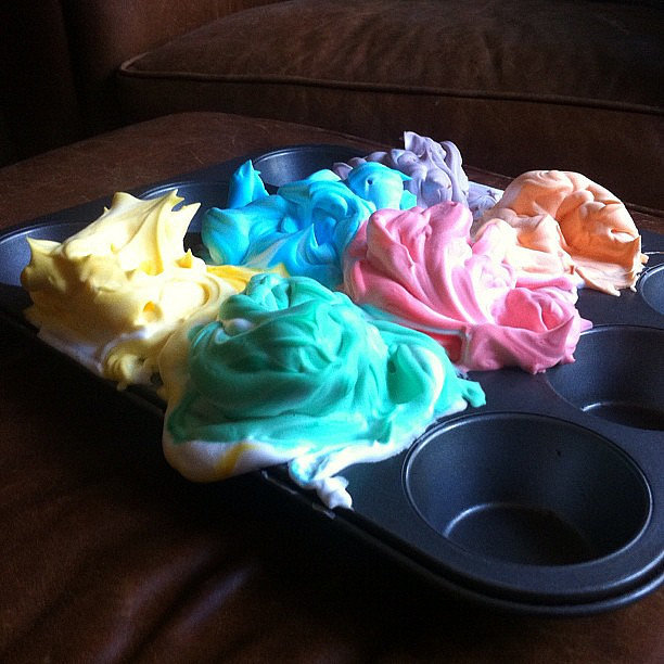Play in the Tub With Shaving-Cream Paint