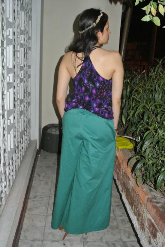 blusa atlética con estampado geométrico combinado con pantalones palazzo para un look hippie chic #Jfashionblog