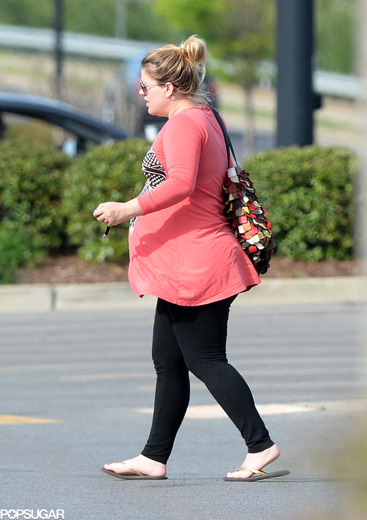 kelly clarksons baby bump pictures popsugar celebrity