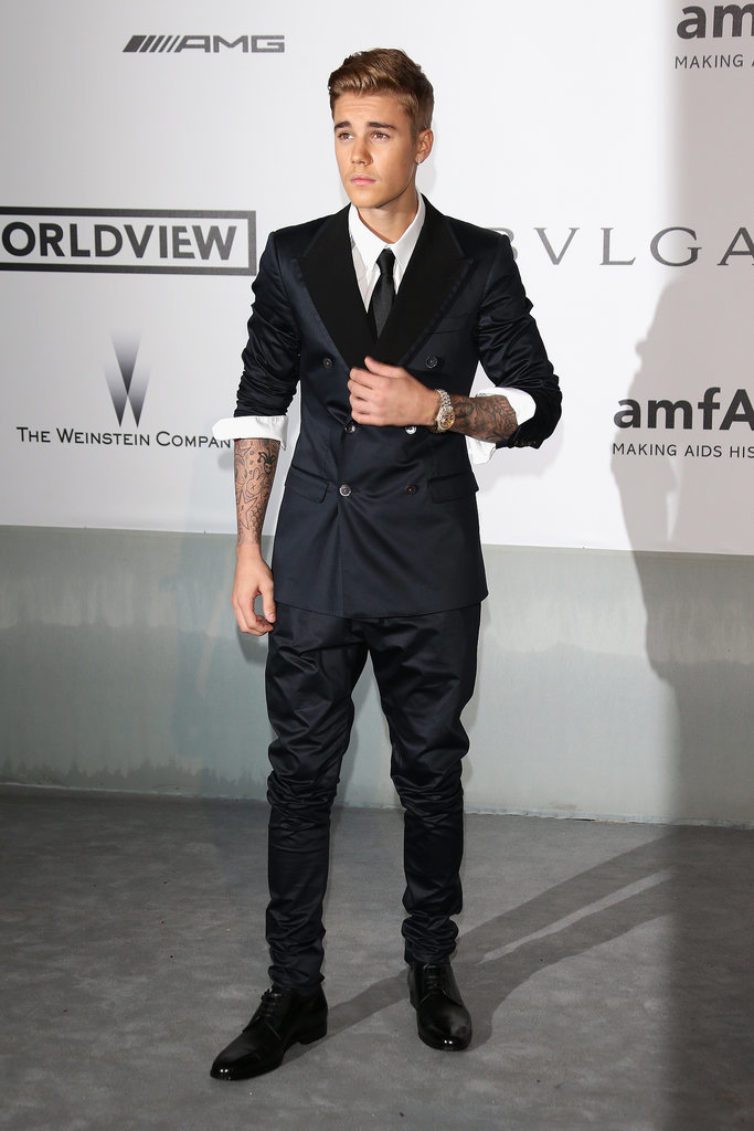 Justin Bieber wore a modern suit to the amfAR gala.