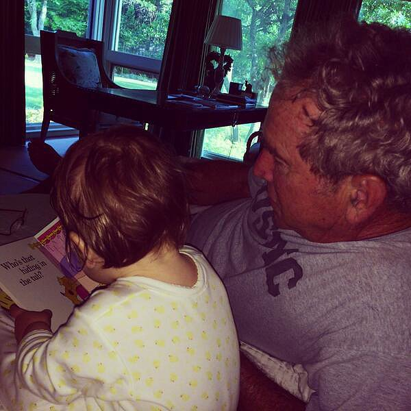 Jenna Bush tweeted an adorable photo of her dad, former President George W. Bush, with her daughter, Mila Hager.  Source: Twitter user JennaBushHager