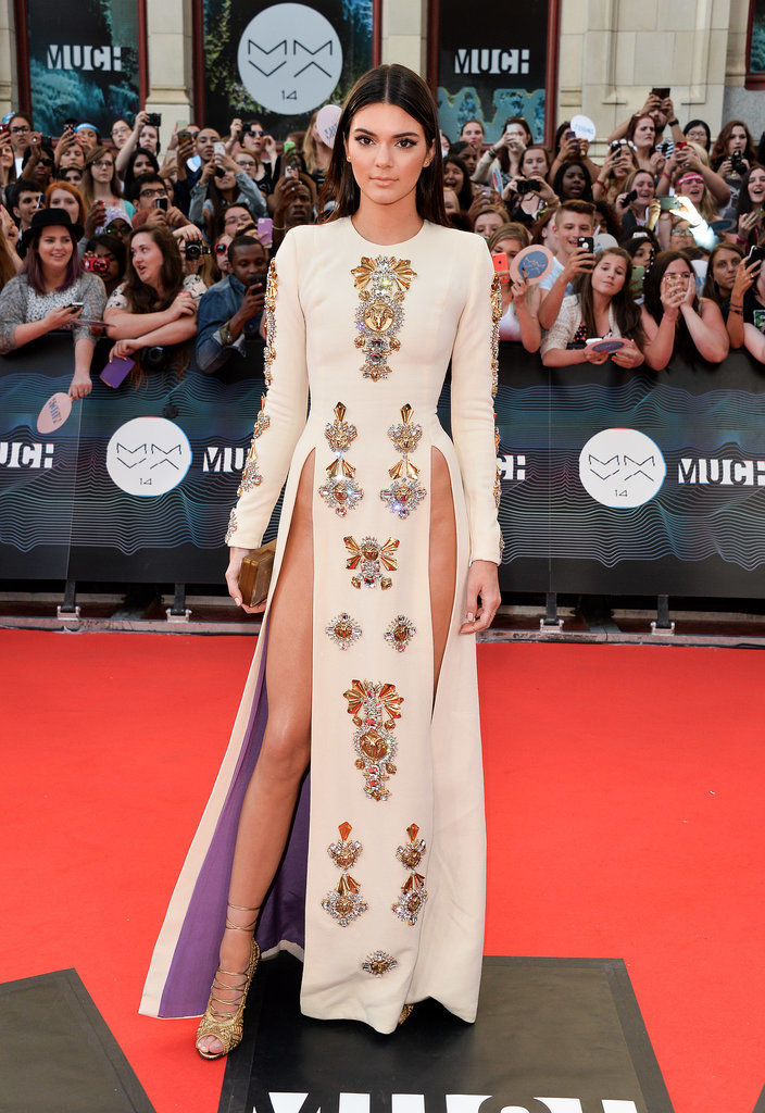 Do You Like a Visible Hip Bone on the Red Carpet?
