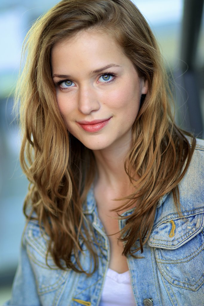 Elizabeth Lail as Anna