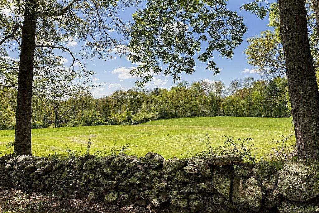 An overview of the property — 39 acres of green!  Source: Landvest