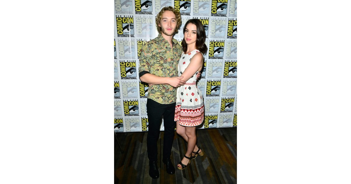 Nn 7 N >> Reign's Adelaide Kane and Toby Regbo stayed close on Friday. | See All the Stars at Comic-Con ...