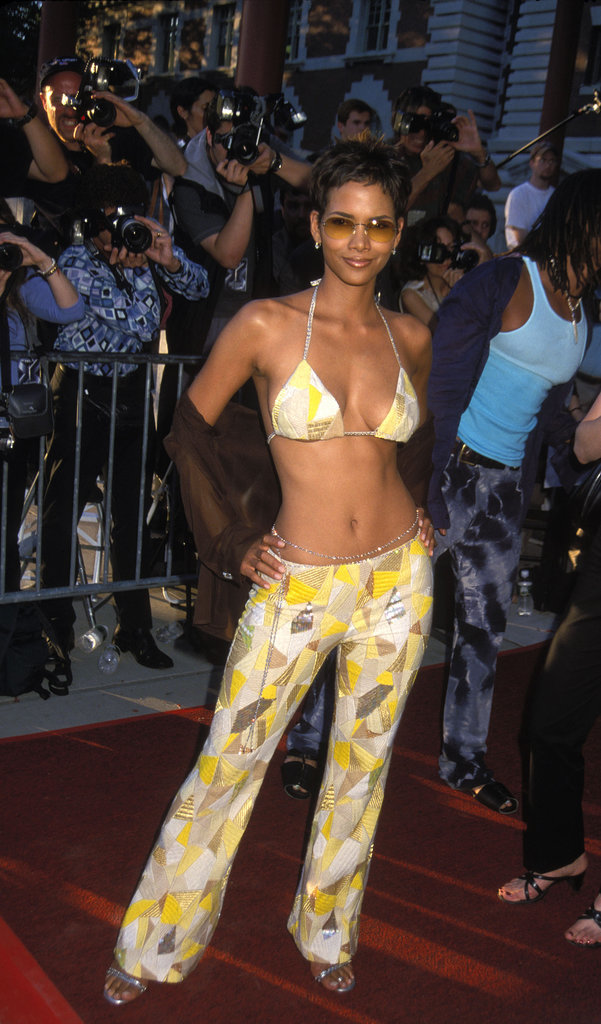 Halle showed off her abs during the July 2000 Ellis Island premiere of X-Men.